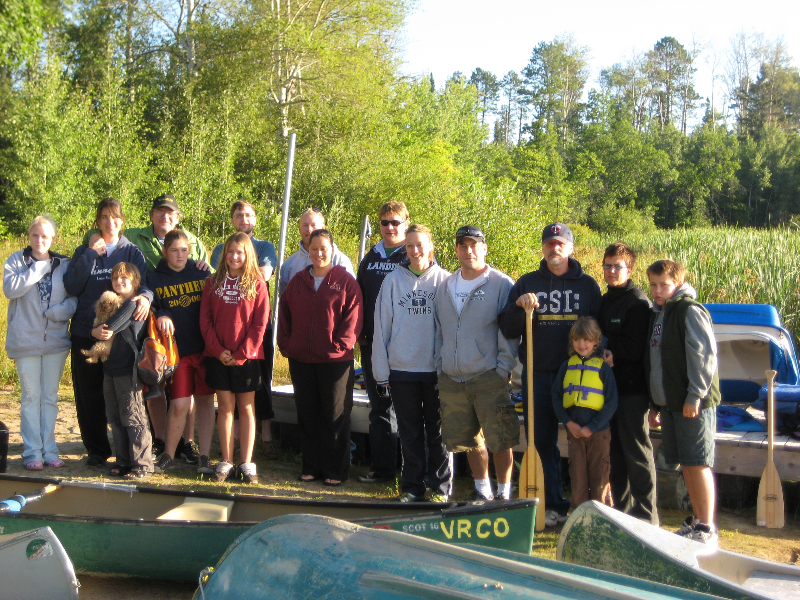 group-going-on-canoe-trip